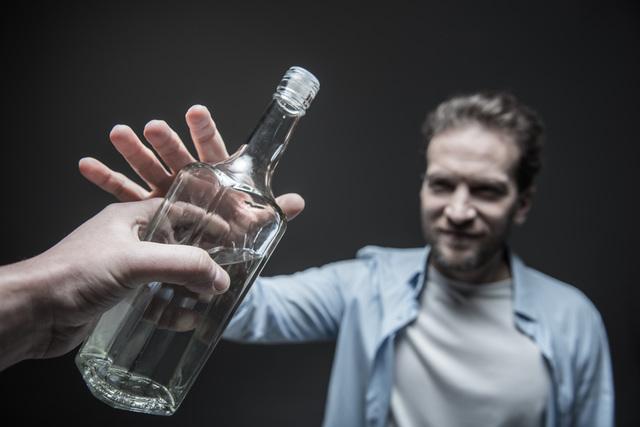 治療するには断酒しかない! アルコール依存症/やさしい家庭の医学