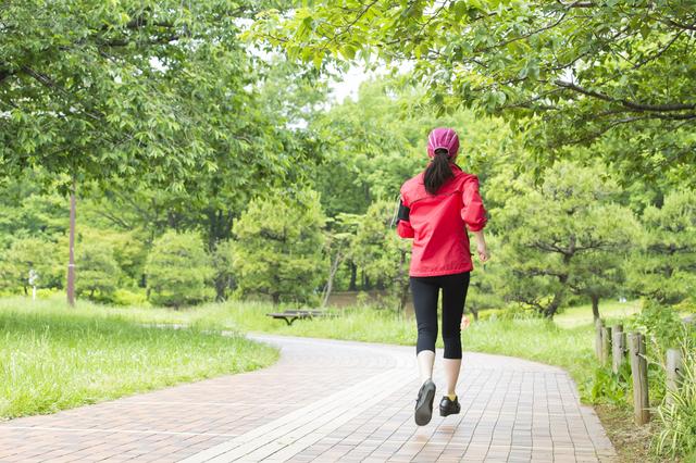 スポーツするのに「脱力」が重要なの⁉ 鍼灸師が教える「肩の力を抜く3つの極意」