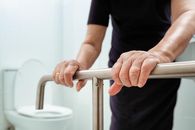 排泄トラブルを放置すると健康寿命が短くなる⁉ 進化したケア用品を活用しよう