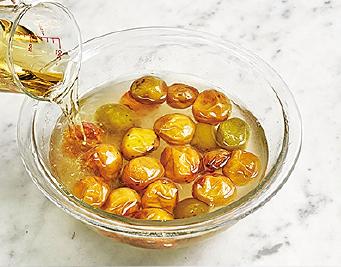疲労回復にW効果!「冷凍梅+酢」シロップの作り方