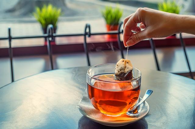 日焼けケアの湿布やアイマスクにまで⁉ 紅茶の「使用済みティーバック」活用法