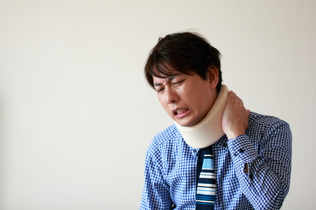 過度な心配はいらない!「むち打ち症」は頚椎捻挫の一種/首の痛み