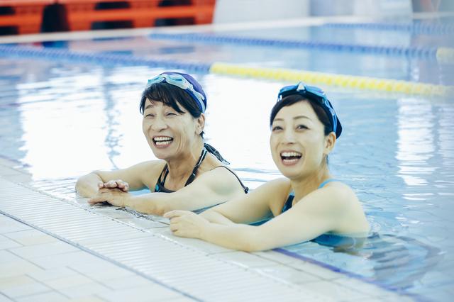 水泳は腰にいい? 布団は硬めがいい? 腰痛Q&A/自分で治す腰痛