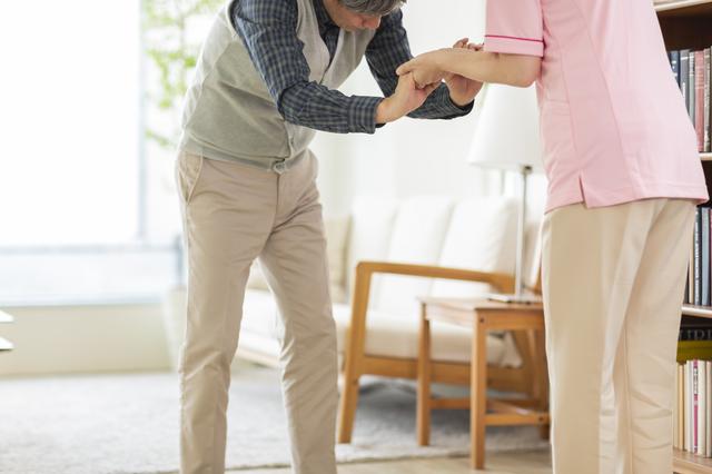 日本での患者数は約20万人。知っておきたい「パーキンソン病」の治療方法