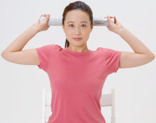 肩関節を広げて背筋ピーン!80歳現役医師が教える「バンザイ背伸び運動」