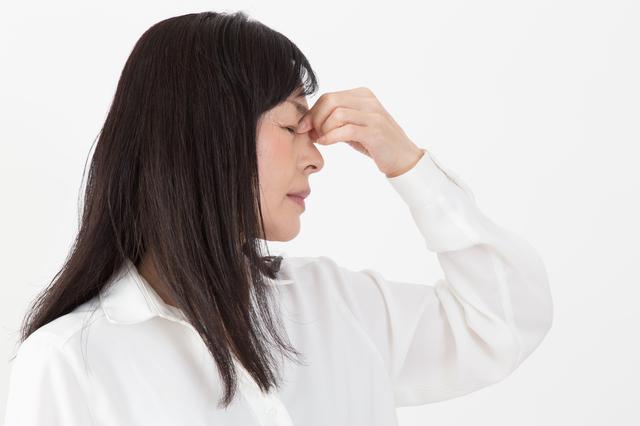 スマホなどの「目の酷使」が原因? 増加する「角膜上皮障害」をご存じですか?