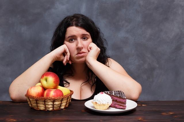 最近、なぜか食べ過ぎちゃう...その原因「睡眠不足」にあるかも