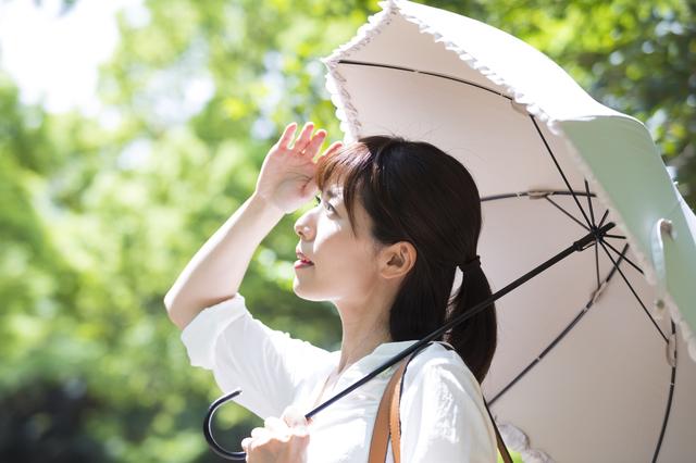 皮膚に赤いブツブツが...強い日光には要注意の「光線過敏症」って?