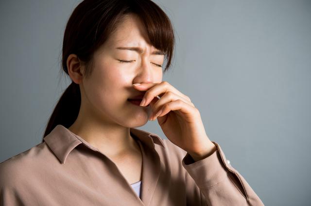 「蓄膿症」と呼ばれた症状も原因!咳の原因ともなる「後鼻漏」とは