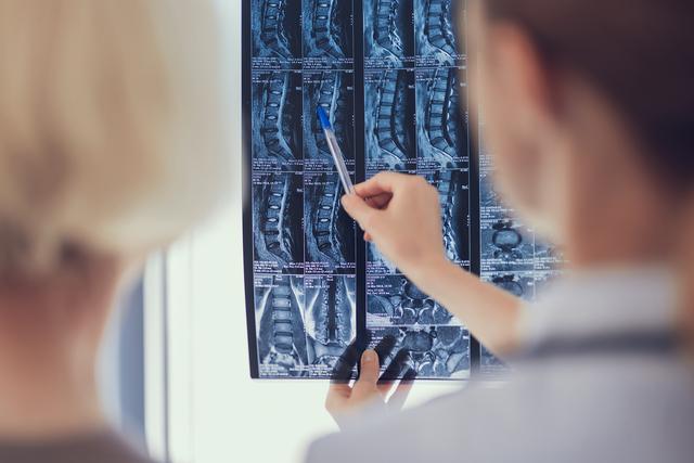 「手術を受ける病院」を選ぶときは、かかりつけ医のアドバイスを参考に/坐骨神経痛