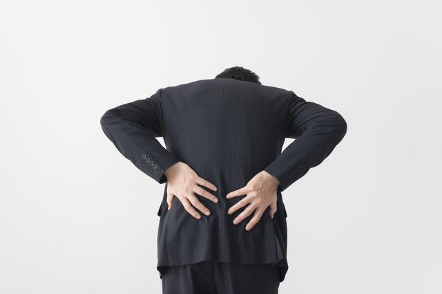 ぎっくり腰として発症する可能性もある「椎間板ヘルニア」/やさしい家庭の医学