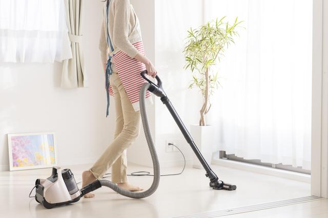料理をするとき、掃除機をかけるとき。生活習慣を工夫すれば、坐骨神経痛の進行は防げる!/坐骨神経痛