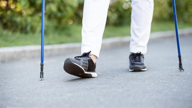 負担をかけない歩き方で、足と爪を自分でケア/足の爪の変形