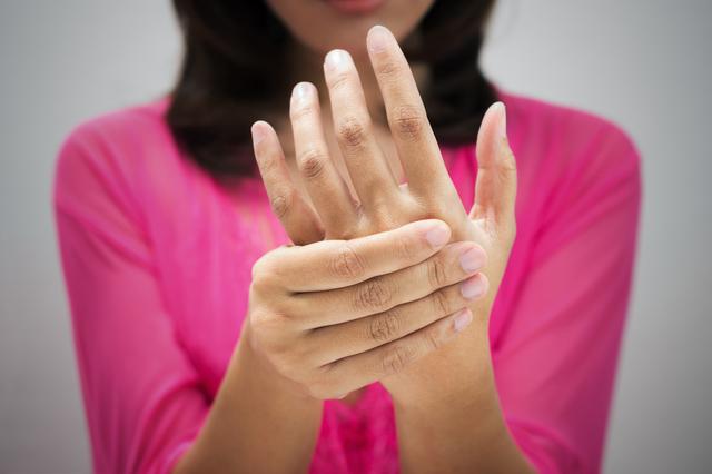 「夜間や明け方にしびれが強くなる」...その手指の痛み、腫れ、しびれはこんな病気!/手指の痛み改善法(2)