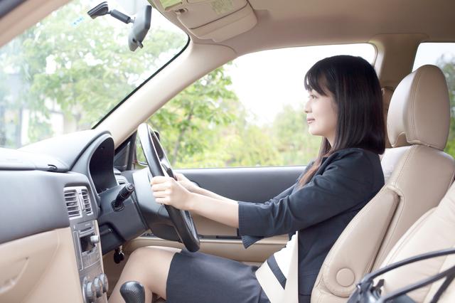 自動車のシート、どれくらい傾けてる? 肩と腰を痛めない座り方の正解