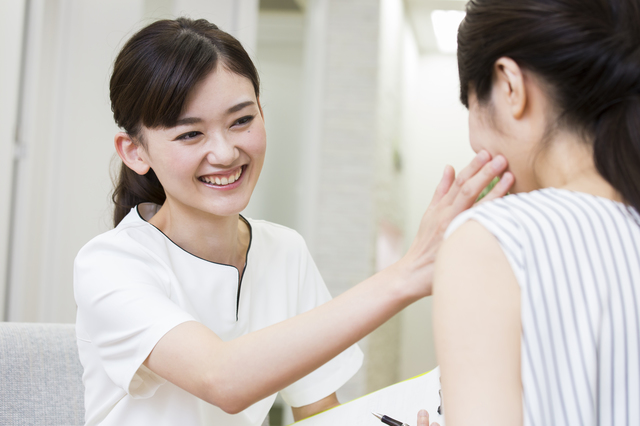 サボっていた肌にピシッと鞭を打って働かせるのが美容皮膚科。「歳をとったから仕方ない」とあきらめないで!