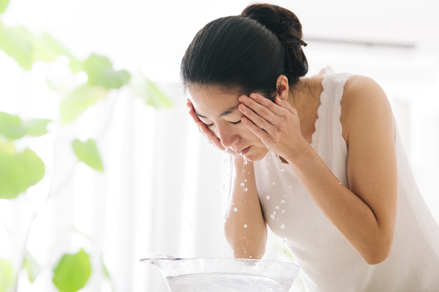 ゴシゴシ洗いはNG? 医師が教える「洗顔&洗髪方法」
