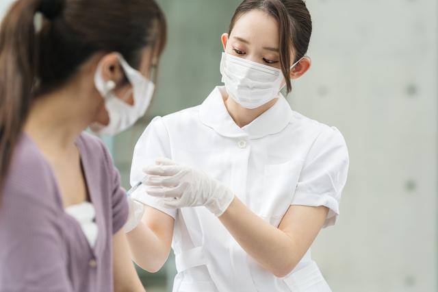 高熱にはどう対応? どの程度でおさまった? 「コロナワクチン副反応」6人の体験談
