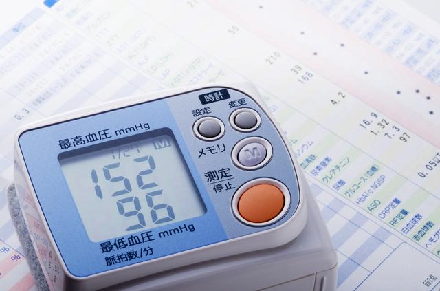 認知症になる確率が上がる高血圧。実は気にすべきは高さよりも...