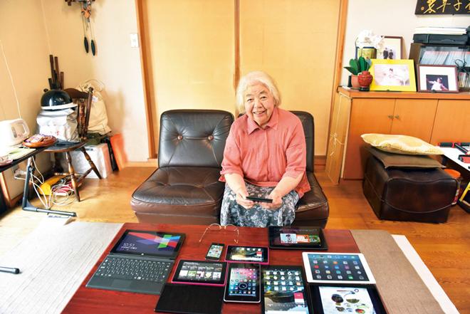 ツイッターで8万8000人の人とつながる溝井喜久子さん(1)始めるのに何の抵抗もなかったわ