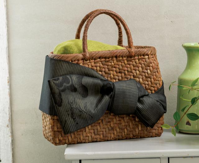 きものの帯で作る「クラッチバッグ」と「かご飾り」。畳んで、結んで出来上がり♪