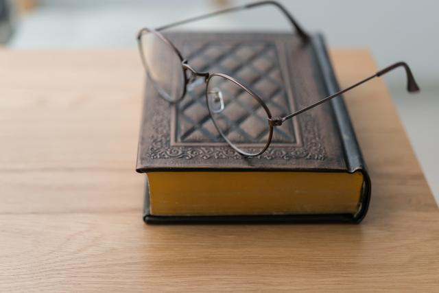 メガネの「鼻あて」は鼻の低い日本人が発明した!/地球の雑学