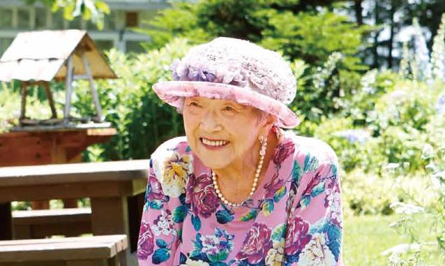 私が花模様の服、花飾りの帽子を身に付けているわけ/紫竹おばあちゃんの花と毎日