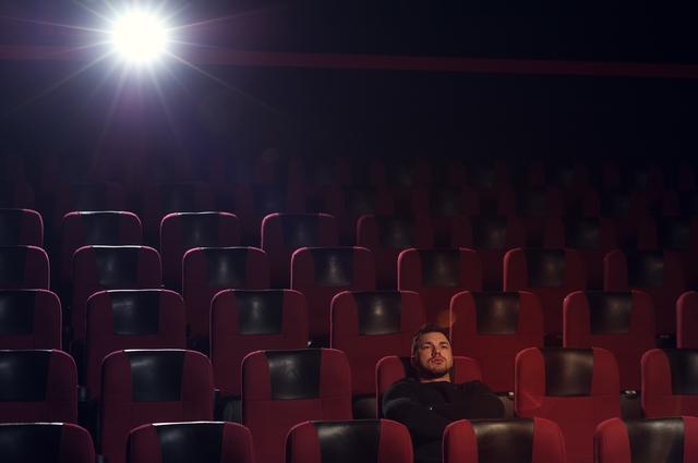 映画や芝居を見ることは、彩りのある