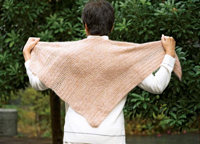 減らし目を覚えて作ろう。かぎ針で編む「おしゃれな三角ショール」
