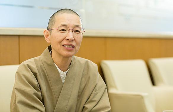 がんで死んだ、ではなく、生きていたから死ぬんです。「看護師僧侶」玉置妙憂さんインタビュー