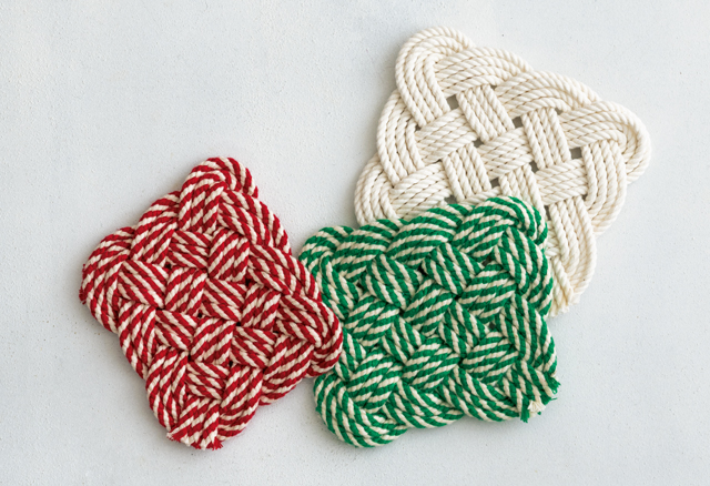 丸ひもを「四角結び」で小さく結べば「コースター」に♪ 太いひもで大きく結べば「鍋敷」ができる!