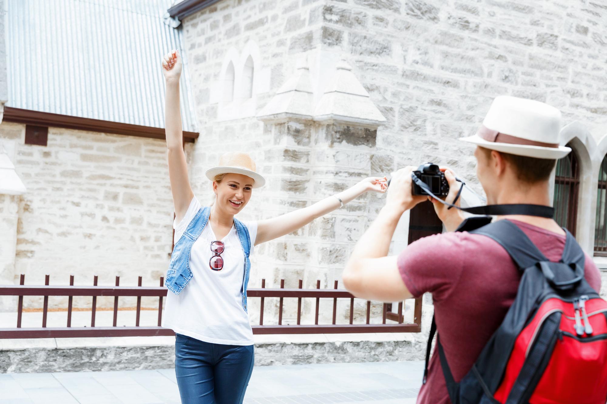 「このカメラで私の写真を撮っていただけませんか?」中学3年間の英語でデキル!日常会話(5)