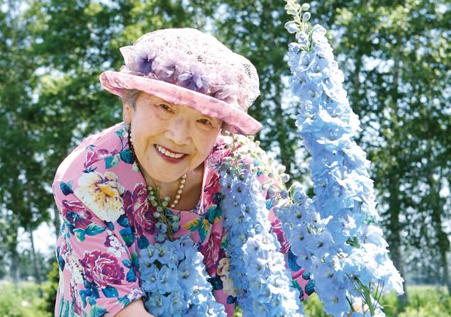 じゃがいももメロンもたっぷり! お花畑で朝食はいかが?/紫竹おばあちゃんの花と毎日