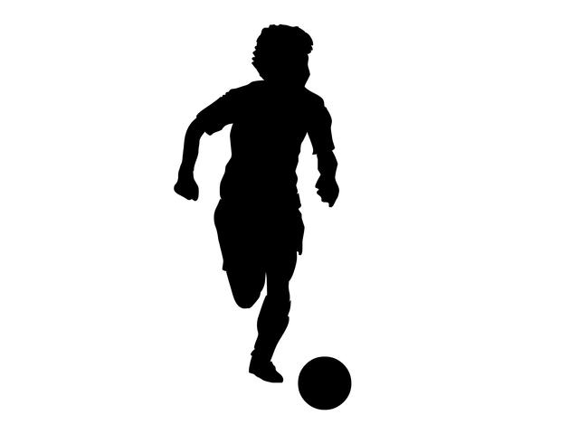 一流のプレーヤーは0.1秒でもボールを見る時間を減らしている/遠藤保仁「一瞬で決断できる」シンプル思考(9)