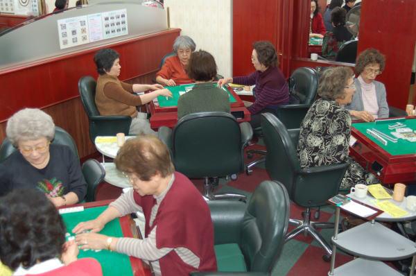 麻雀がシニア女性に人気! 和気あいあい「東大島女性マージャン教室」を訪問