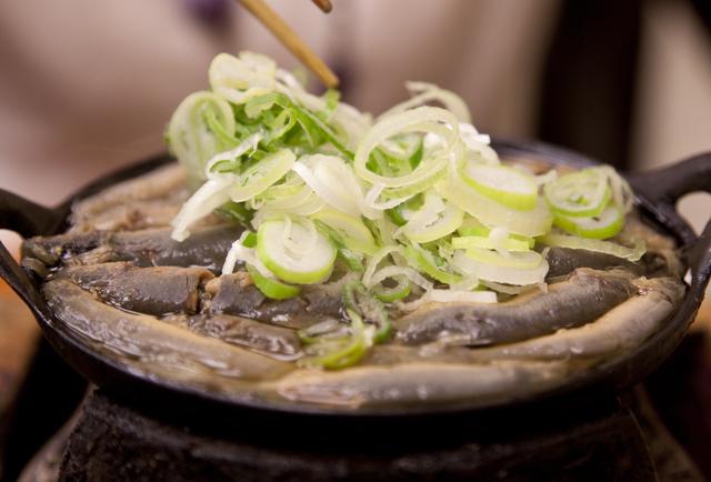 1分間英語でTokyo案内「ドジョウ鍋はドジョウを生きたまま調理します」