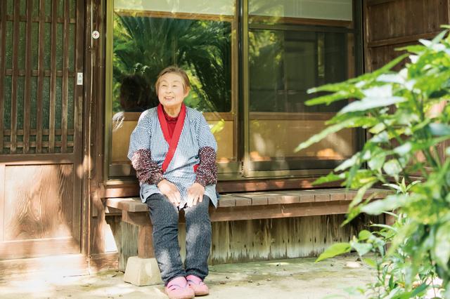 茅葺屋根に井戸水...福岡・能古島の名物おばあちゃんが守る「昔ながらの暮らし」