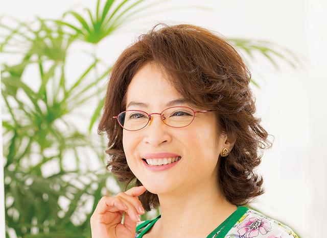 UVカット&度数は少し弱め、がポイント。中田喜子さんの「眼鏡」選び