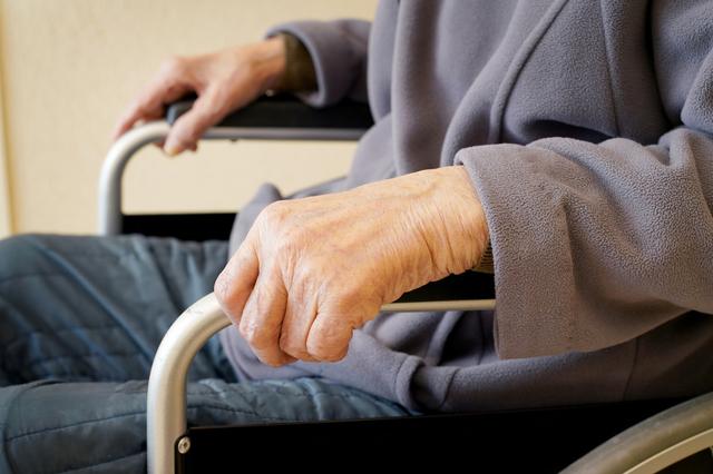 介助が必要なのに「誰にも迷惑をかけていない」と言う99歳の養父。どうすれば.../岸見一郎「老後に備えない生き方」