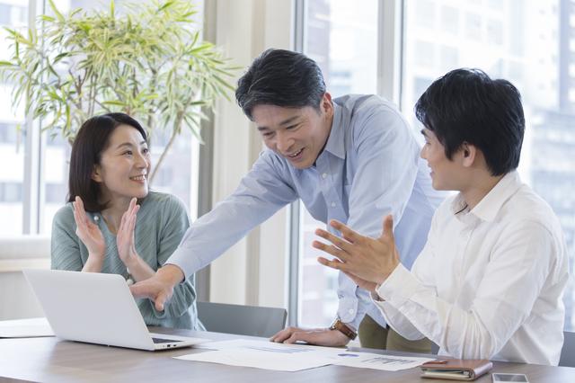 褒めて、褒めて、褒め上げよ。これで職場の人間関係は解決する/発達障害の仕事術
