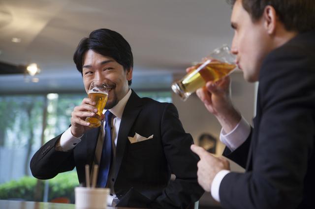 お酒の飲み方「ストレス発散」は三流、「翌日を考えてセーブ」は二流...では超一流は?
