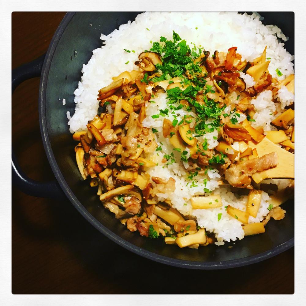 炒めて混ぜれば割烹ごはん♪ インスタで人気のarikoレシピ「豚バラとエリンギの混ぜごはん」