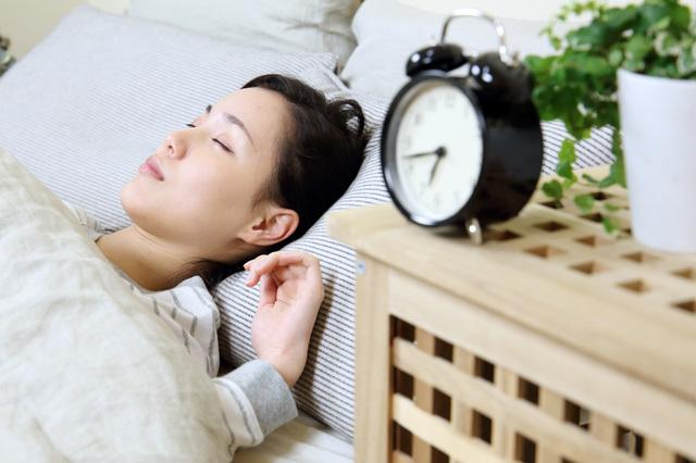 「眠り過ぎ」も良くないの⁉ 長生きできる「睡眠時間」はどれくらい?