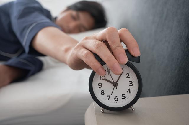 休日の寝貯めは最悪!仕事ができる人は「気分転換」をし過ぎない