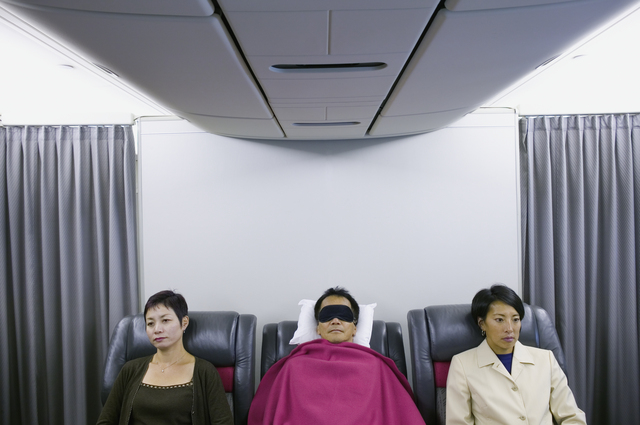 出張時の飛行機ではひたすら休む~仕事前後の自己管理/時短術大全(30)