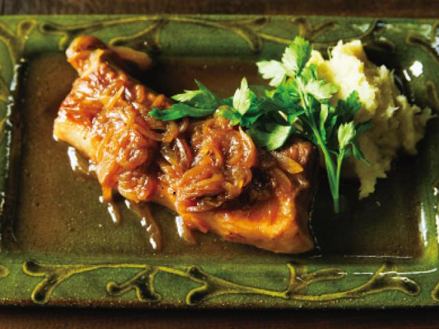 「こびりつきはうまみの素」伝説の家政婦・志麻さんの煮込みレシピ「豚バラ肉のビール煮」