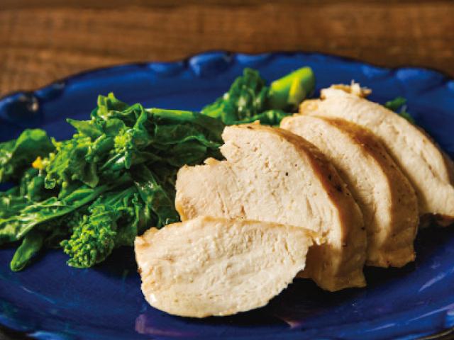 「油で煮るという選択肢」伝説の家政婦・志麻さんのフレンチレシピ「鶏むね肉のコンフィ」