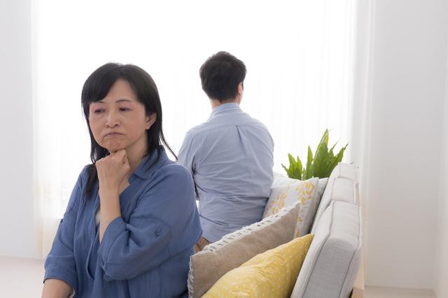 「完全にマザコン」と厳しい声続出。夫婦喧嘩に親が介入するのはアリ? ナシ?