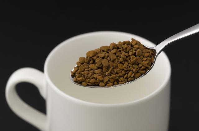 インスタントコーヒーは水から作ると絶品に? いつもの一杯が劇的に変わる簡単テクニック