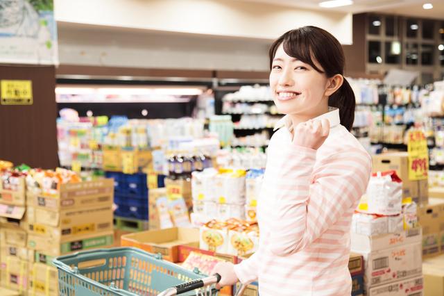カゴを持たないことで節約に? スーパーで余計なものを買わない方法